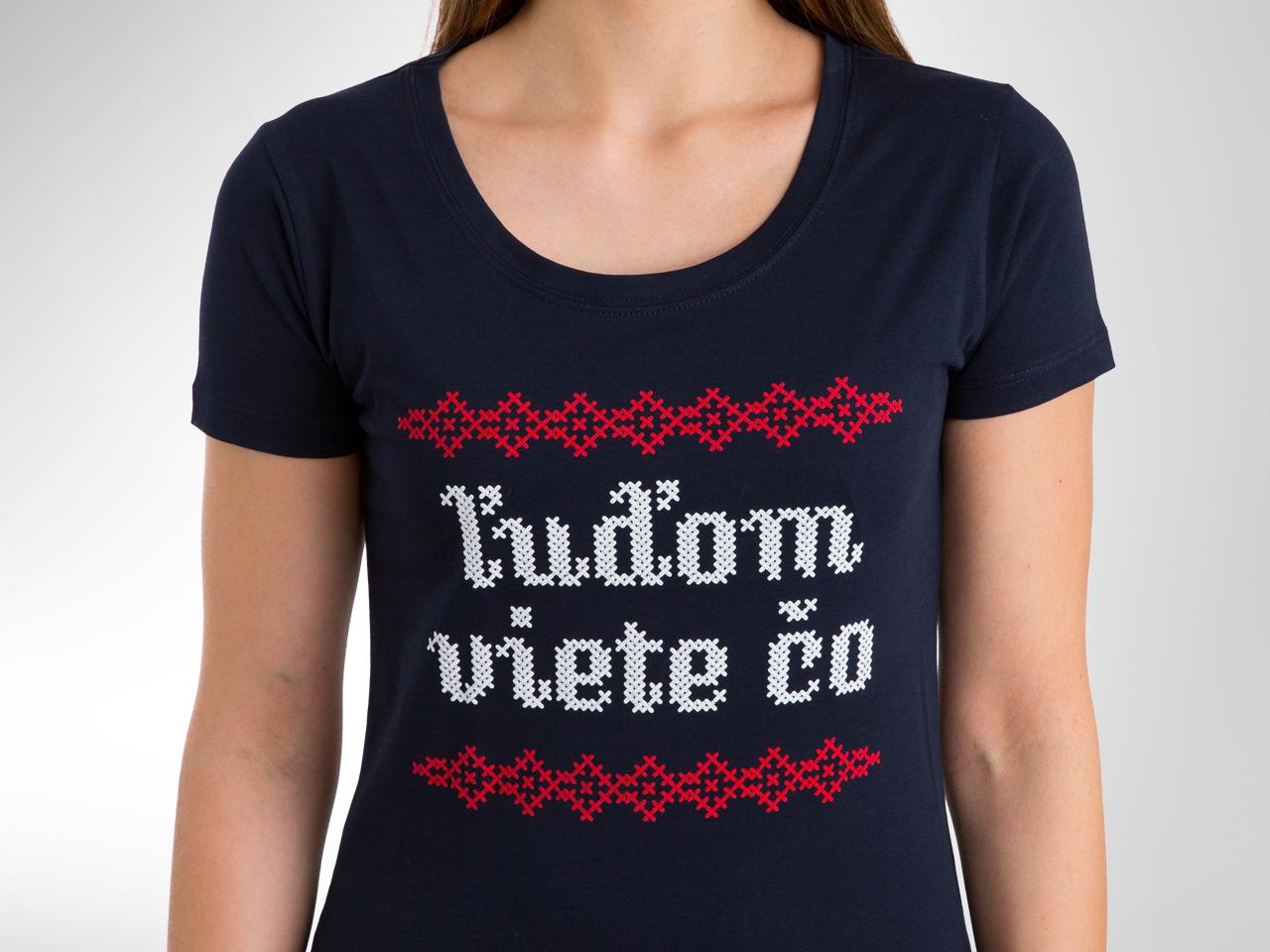 6a399f368d Ikonické dámske tričko Ľuďom viete čo od Kundy Crew — Kompot.sk